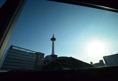 【写真】京都駅と京都タワー